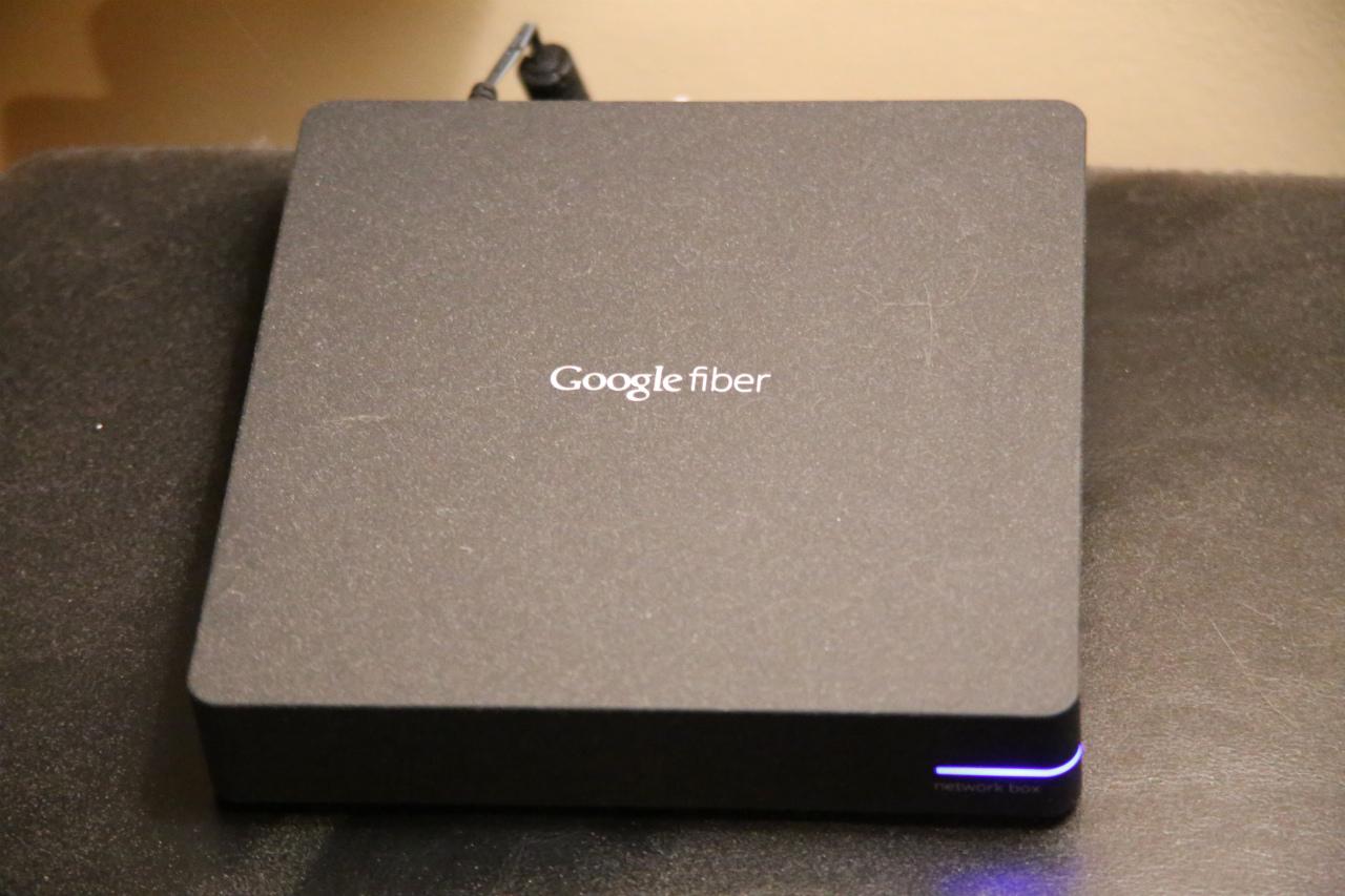 Googleファイバーに接続するONU